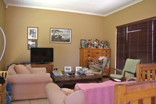 Property For Sale in Uitzicht, Durbanville 2