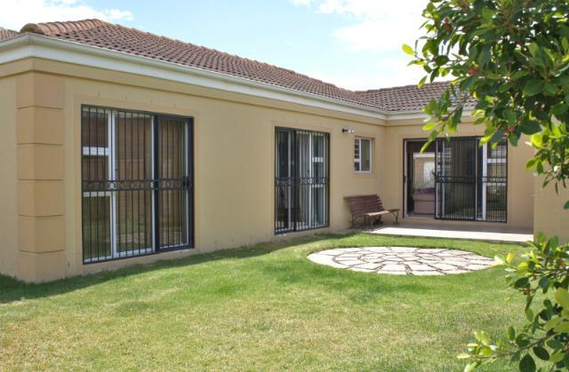Property For Sale in Uitzicht, Durbanville 12