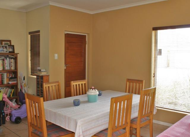 Property For Sale in Uitzicht, Durbanville 4