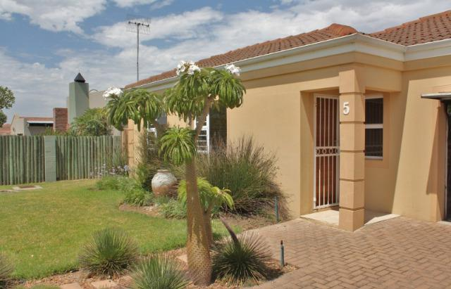 Property For Sale in Uitzicht, Durbanville 11