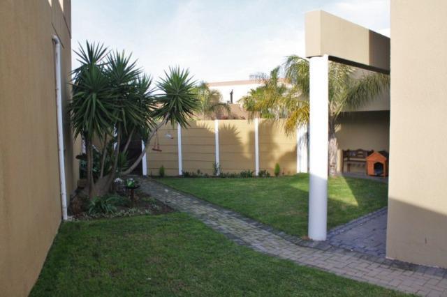 Property For Sale in Durmonte, Durbanville 20