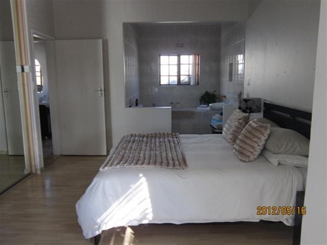 Property For Sale in Uitzicht, Durbanville 7