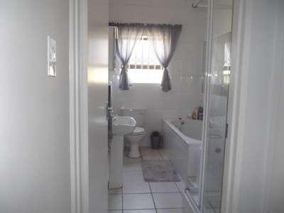 Property For Sale in Sonstraal Heights, Durbanville 13