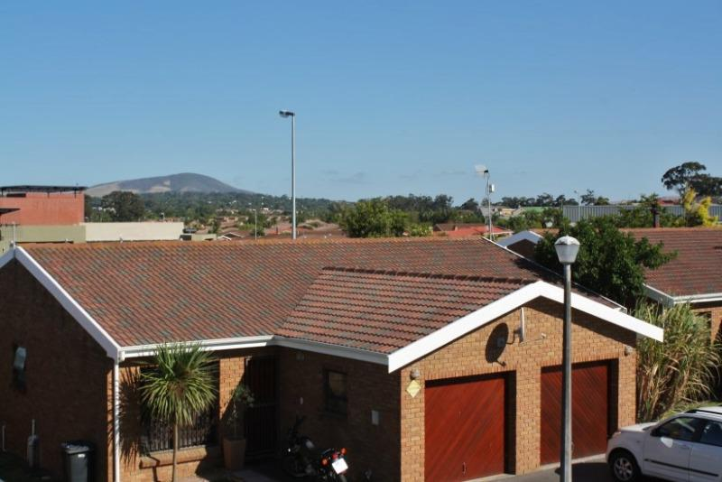 Apartment / Flat For Sale in Sonstraal Heights, Durbanville