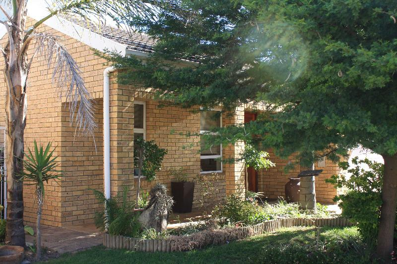 Property For Sale in Uitzicht, Cape Town 2