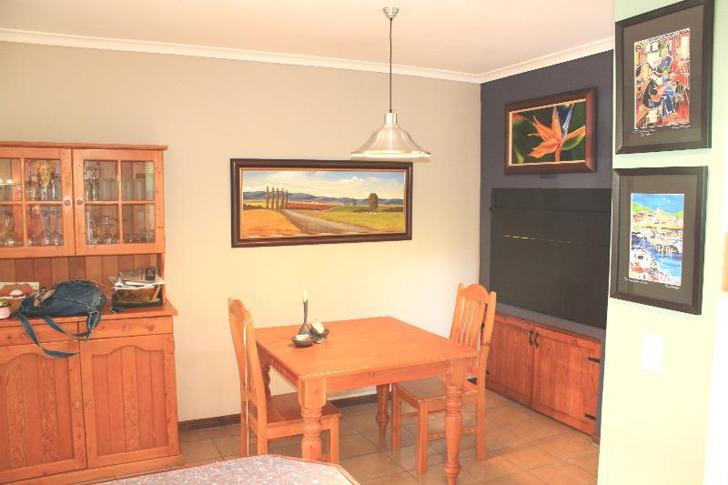 Property For Sale in Uitzicht, Cape Town 9
