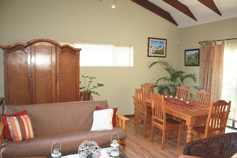 Property For Sale in Uitzicht, Cape Town 13