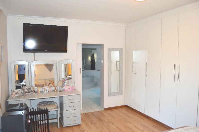 Property For Sale in Schoongezicht, Durbanville 25