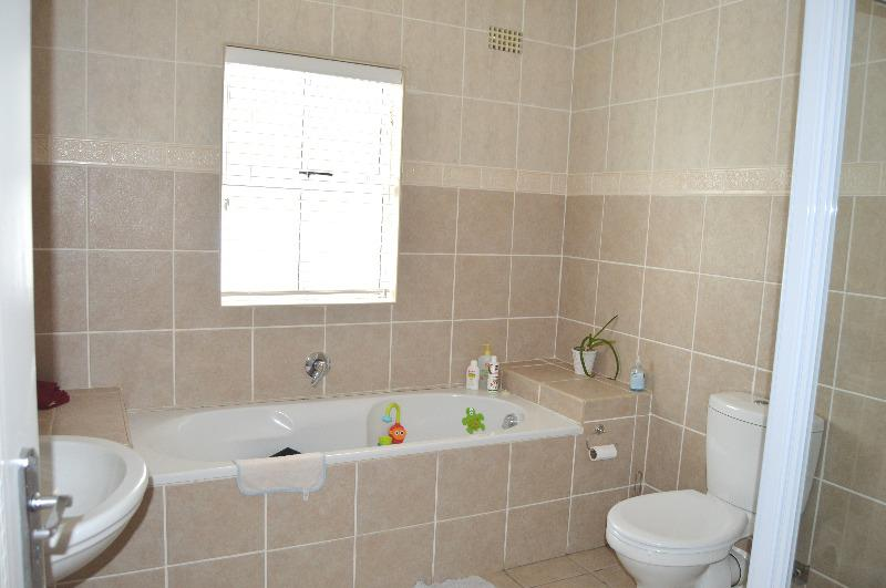 Property For Sale in Vierlanden, Durbanville 16