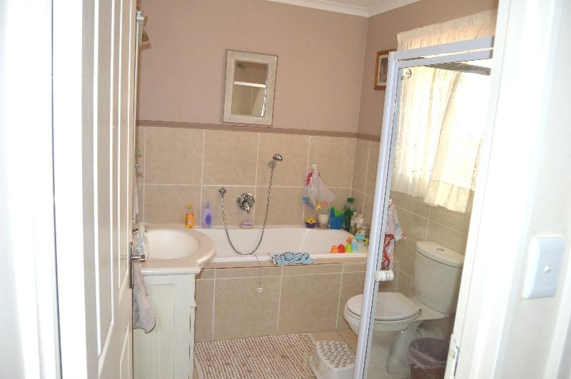 Property For Sale in Van Riebeeckshof, Bellville 26