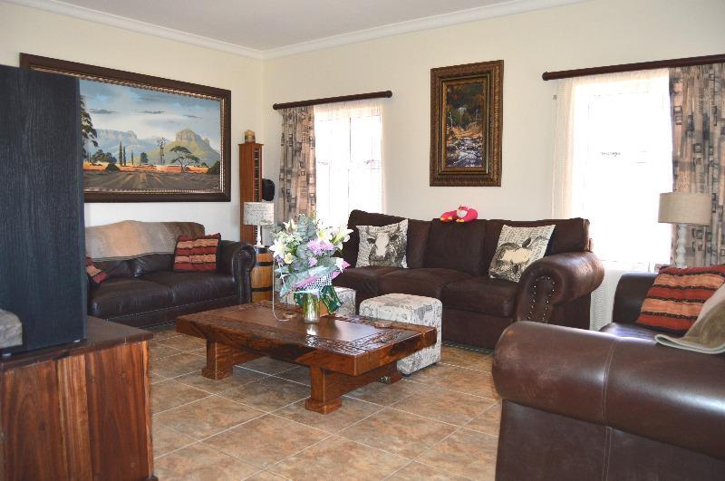 Property For Sale in Van Riebeeckshof, Bellville 4