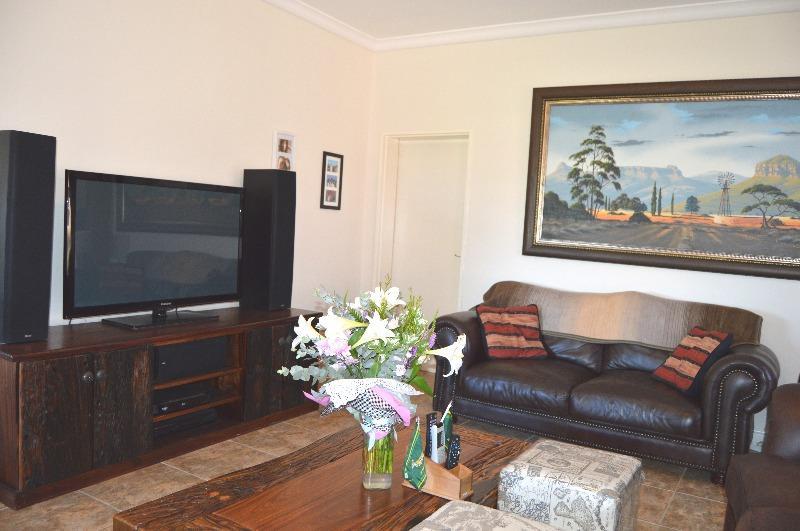 Property For Sale in Van Riebeeckshof, Bellville 11