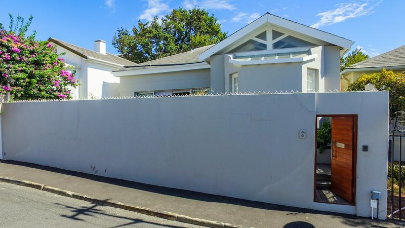 Property For Sale in Gardens, Cape Town 2