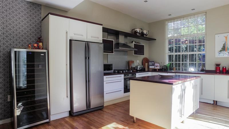 Property For Sale in Gardens, Cape Town 9