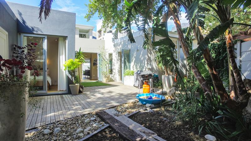 Property For Sale in Gardens, Cape Town 13