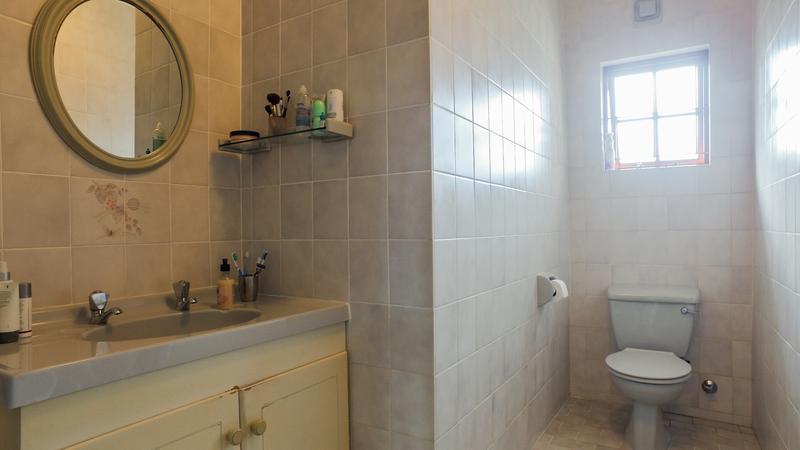 Property For Sale in La Rochelle, Bellville 19