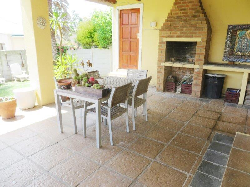Property For Sale in Uitzicht, Cape Town 17