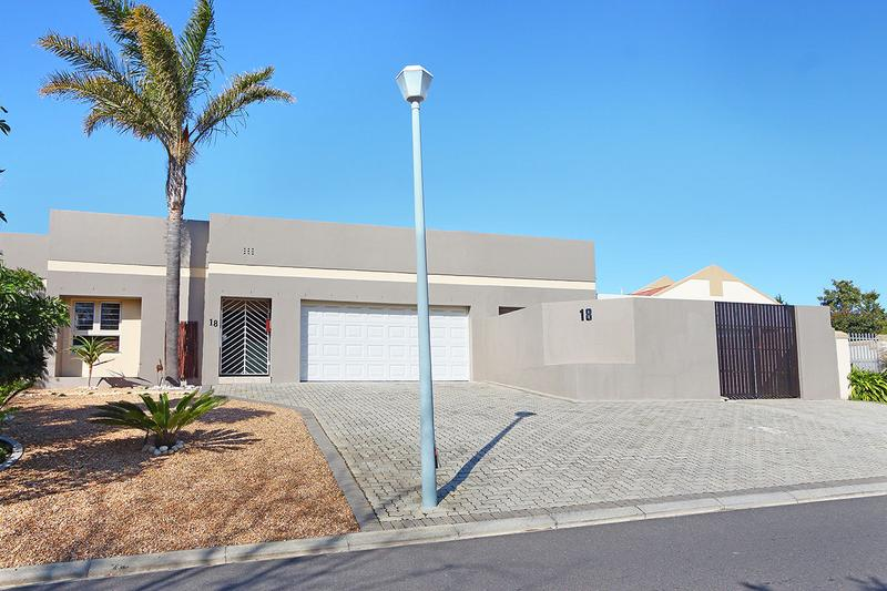 Property For Rent in D'Urbanvale, Cape Town 4