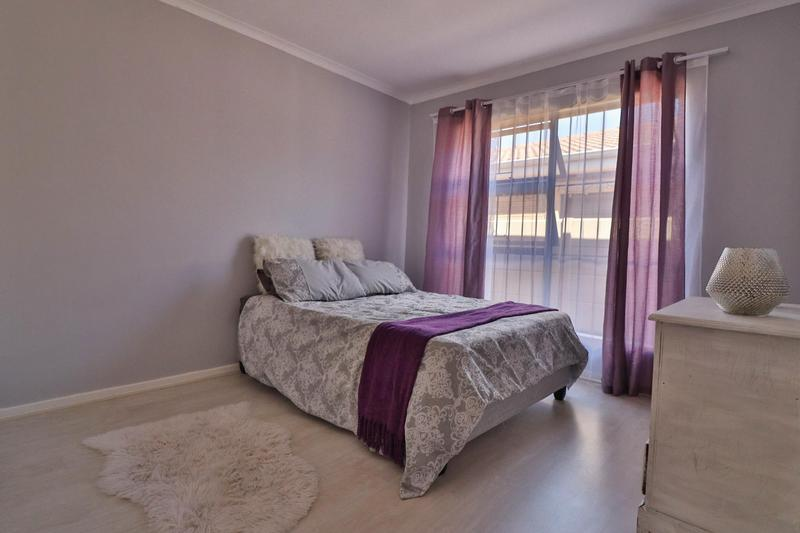 Property For Sale in Sonstraal Heights, Durbanville 11