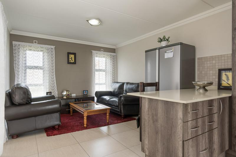 Property For Sale in Buh-rein, Cape Town 5