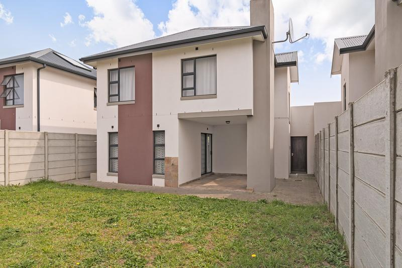 Townhouse For Sale in Buh-rein, Cape Town