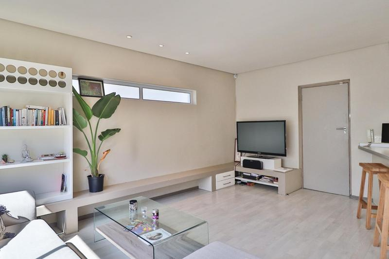 Property For Rent in Sea Point Upper, Cape Town 2