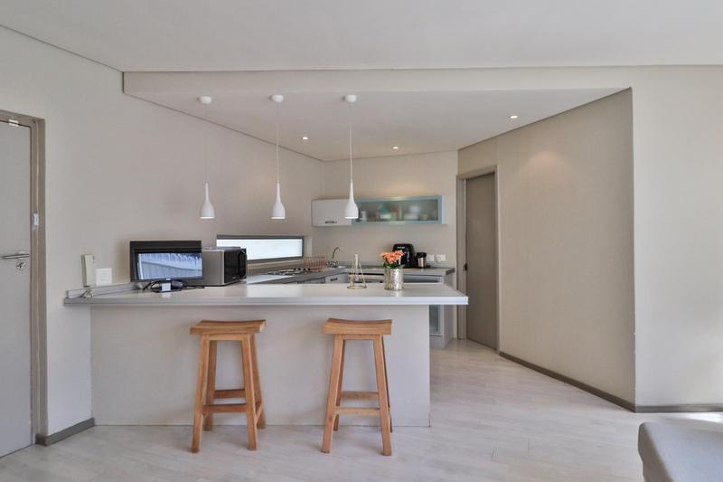 Apartment / Flat For Rent in Sea Point Upper, Cape Town